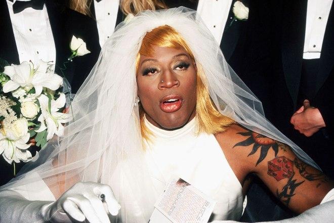 1996-0821-dennis-rodman-wedding-dress