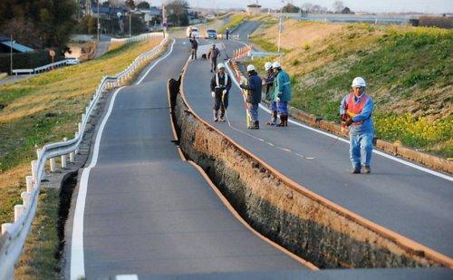earthquake-japan-road-damage